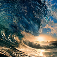 Glassy-giant-wave-200