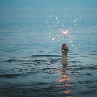 kristopher-roller-188180-unsplash-sparkler_in_water-200